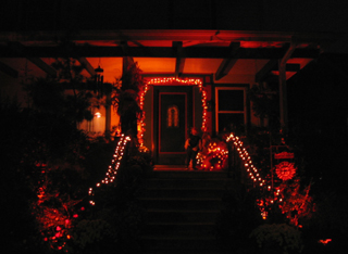 HalloweenHouse102004.jpg